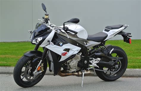 motorcycle review 2014 bmw s1000r driving
