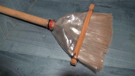 pistola en material reciclable escoba ecol 243 gica con material reciclado youtube