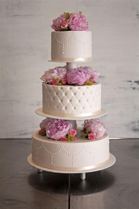 Torte Auf Etagere by Die Besten 25 Hochzeitstorte Etagere Ideen Auf