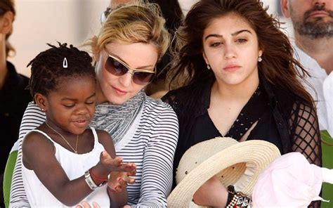 45393 Stelan Summer Stelan Rok madonna criticised by malawi president for changing