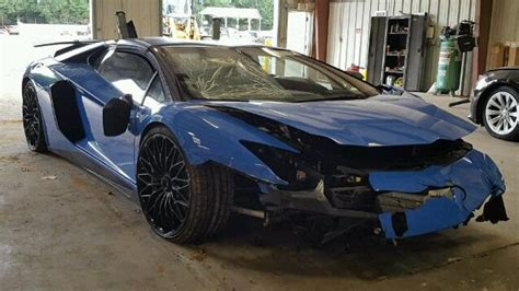 Lamborghini Aventador Crash This Lamborghini Aventador Sv Only Made It 73 Before