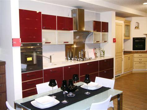 cucina scavolini rossa scavolini vetro rossa 14520 cucine a prezzi scontati