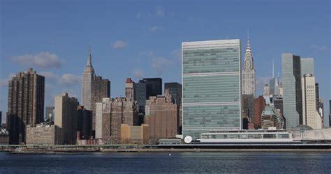 daylight midtown manhattan nyc skyline empire state building  york city empire state