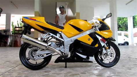 R6 Suzuki Suzuki Gsxr 600 Cc Vs Yamaha R6