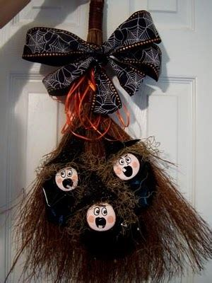 decorar escobas para halloween 10 best diy halloween projects from the sitcom