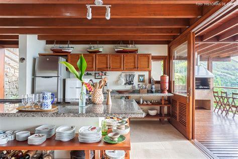 vista para o mar cozinhas de casa de praia prateleiras