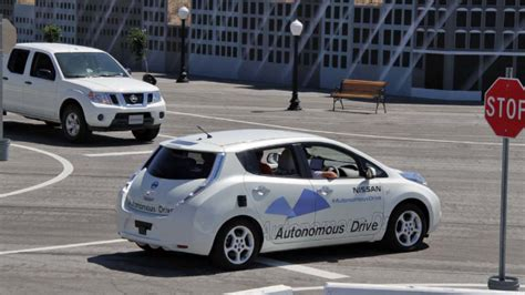 Nissan Driverless 2020 by Nissan Unveils Driverless Nissan Leaf For 2020 Nissan 24