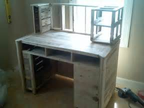 Desk With Bench Seat Diy Reclaimed Pallet Computer Desk Designs Recycled