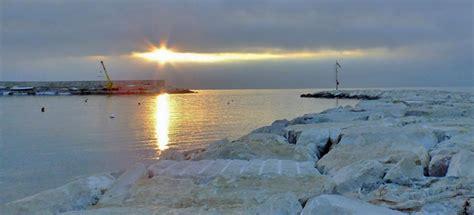 mattinata il porto porto di mattinata puglia