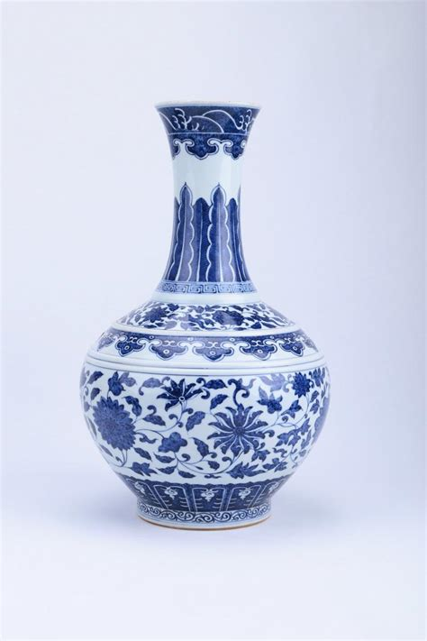 blue and white porcelain a chinese blue and white porcelain vase
