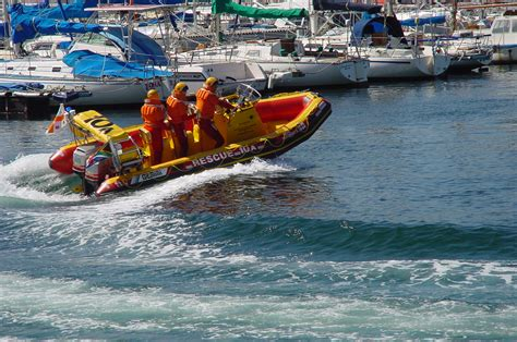 run over by boat diver run over by a boat at millers point nsri
