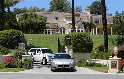 kylie jenner house address kylie jenner and tyga go house hunting in westlake zimbio