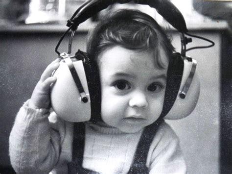 Headphone Lucu gambar bayi dengan headphone lucu imut menggemaskan si momot