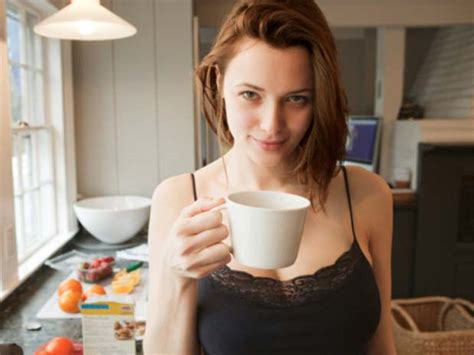 imagenes animadas tomando cafe mujer tomando cafe alzheimer tele medicina de tico