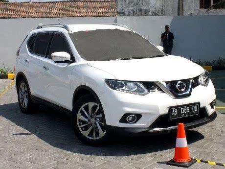 Kaca Spion Mobil Xtrail Parkir Tanpa Melihat Spion Atau Kaca Belakang Berani
