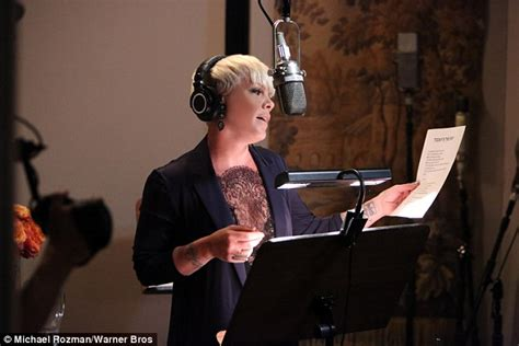 ellen degeneres theme song pink and her daughter willow record new theme tune for