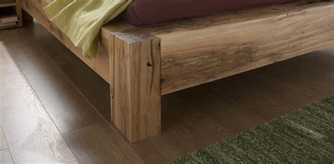 futon günstig wandfarbe sonnengelb grau