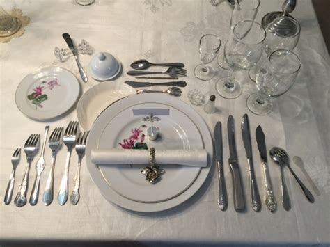 best course for a dinner at the table language