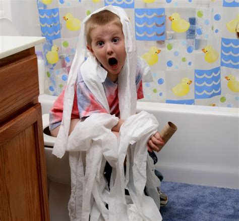 kid pee toilet kids on toilet images usseek