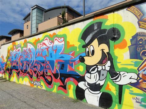 Im Bp Graffir Reffil Bp mickey mouse graffiti www pixshark images galleries with a bite