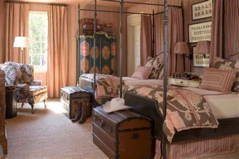 bedroom trunks 13 creative ideas for using trunks in your interior d 233 cor