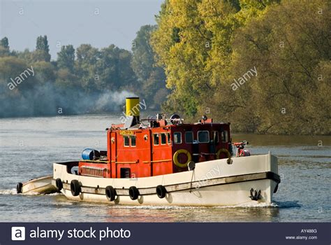 steam boat thames tug funnel stock photos tug funnel stock images alamy