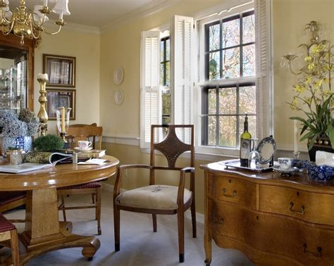 dining room with yellow and gold walls and a