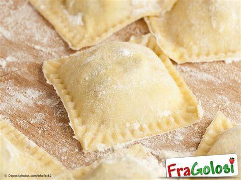 come fare i ravioli in casa come preparare i ravioli in casa ricetta di fragolosi it