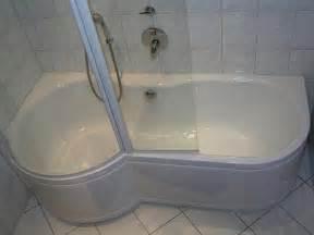 badewanne mit integrierter dusche fishzero badewanne mit dusche und einstieg