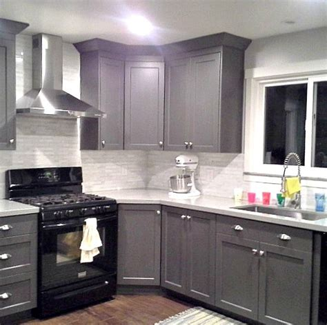 Kitchen Cabinets With Black Appliances 25 Best Ideas About Black Appliances On Pinterest Kitchen Black Appliances Painting Cabinets
