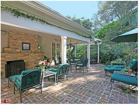 taylor swift la house take a peek at taylor swift s la country home