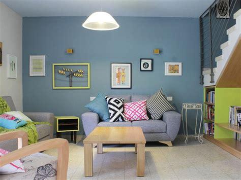sulap ruang tamu sempit  warna cat   terkesan