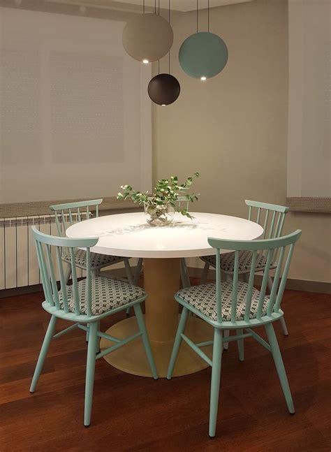 sillas vintage  lampara vibia en  salon comedor