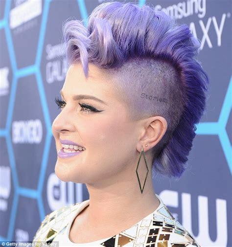does kelly osbourne wear a purple wig kelly osbourne wears four very different outfits as host