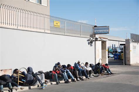 ufficio immigrazione cagliari migranti la marcia di protesta dal sulcis a cagliari