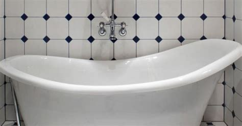 bathtub stuck woman sues bathtub company after getting stuck in luxury