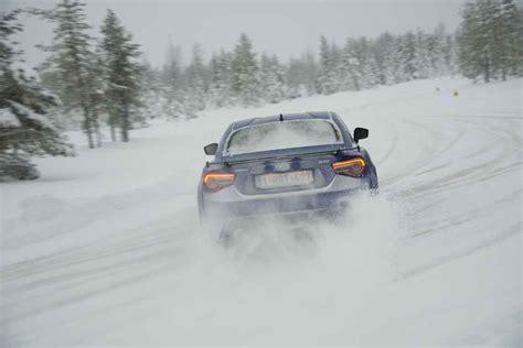 subaru drift snow video subaru snow drive einmal zum drift helden werden