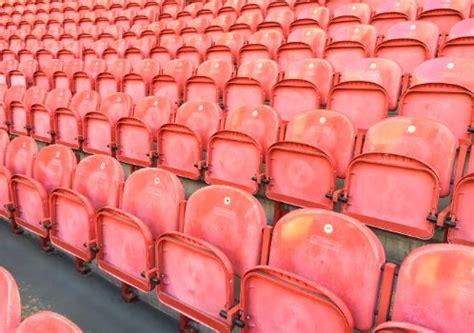 de rode stoeltjes stadionstoelen amsterdam arena krijgen tweede leven
