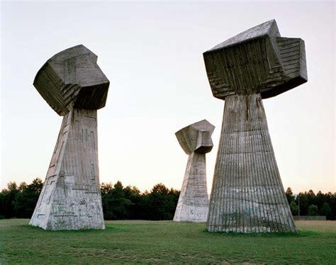 Monumentos abandonados en Yugoslavia - Marcianos Bogdan Bogdanovic