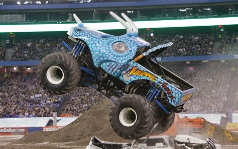 monster truck monster jam videos julian s wheels blog jurassic attack monster jam truck