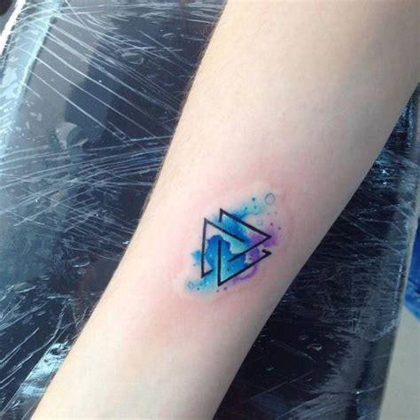 valknut tattoo on hand 40 tatuajes de tri 225 ngulos y su particular significado en
