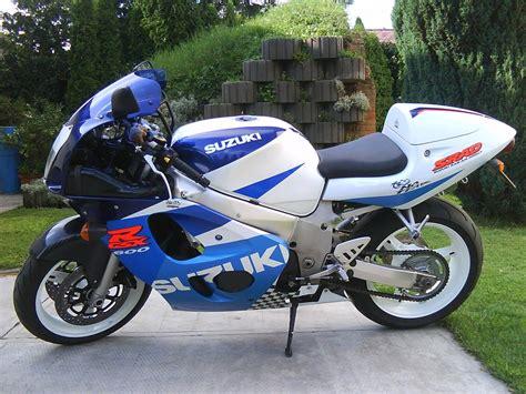 98 Suzuki Gsxr 600 1999 Suzuki Gsx R 600 Pics Specs And Information