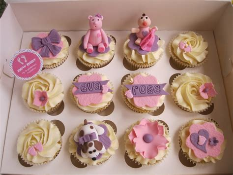 Rattle Bayi Mickey Mouse baby shower cupcakes