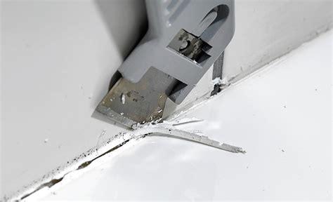 badfliesen fugen erneuern silikonfuge erneuern bad fliesen selbst de