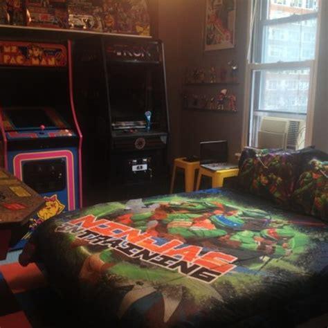 arcade bedroom man turns bedroom into 1980s arcade loses fiance