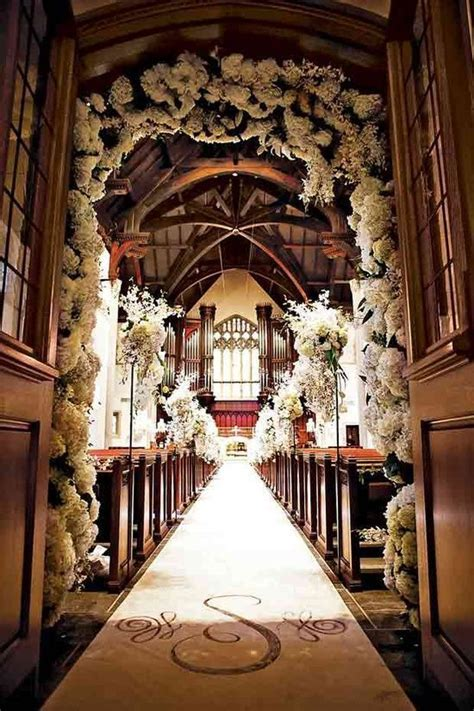 Best 10  Church wedding flowers ideas on Pinterest   Pew