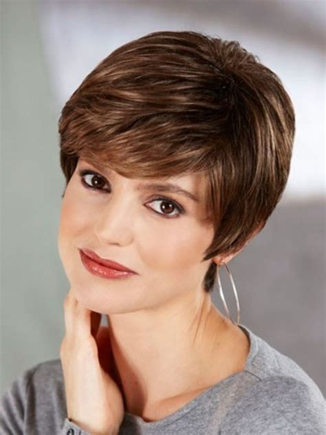 Short Hair For Round Faces In Their 40s | short haircuts for women over 40 with round faces hairs