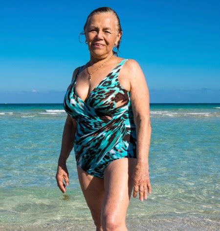 old ladies in bathing suits must read tips to choose slimming swimsuits for older women