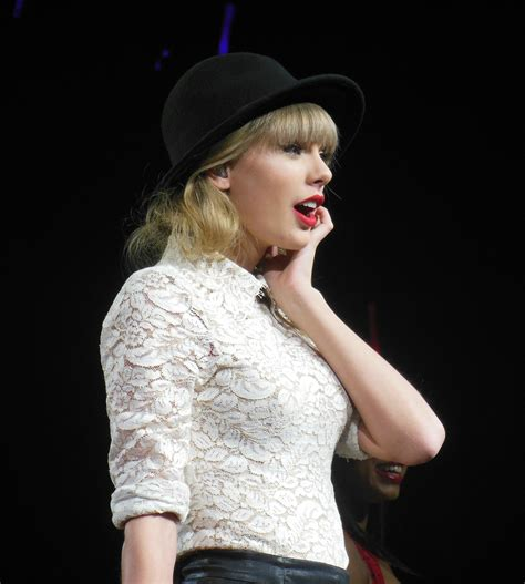 taylor swift belongs to which country 8 country stars who weren t born on southern ground