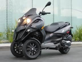 piaggio 3 wheel motorcycles black color